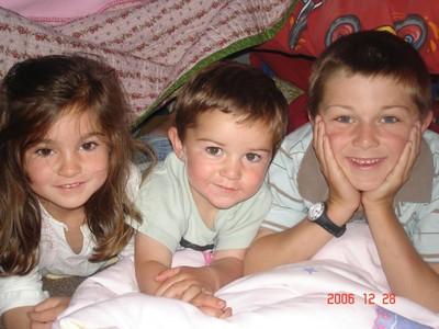 3_kids_in_hut_2